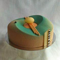 Caramel pear Просто так, потому что нравится мне этот торт, и ракурс)) #entremet… Gourmet Desserts, Fancy Desserts, Delicious Desserts, Beautiful Desserts, Beautiful Cakes, Amazing Cakes, Caramel Pears, Mirror Glaze Cake, Pastry Art