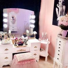 Elegant Makeup Room Checklist & Idea Guide for the best ideas in Beauty Room decor for your makeup vanity and makeup collection.