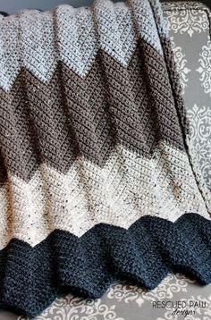 Chevron Crochet Blanket Pattern + 25 free crochet blanket patterns
