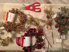 Add a little horsey flair to your decorations this season! Kristen Kovatch gets a little crafty and shares the process for turning old horse shoes into del. Horseshoe Projects, Horseshoe Crafts, Horseshoe Art, Horseshoe Decorations, Christmas Crafts To Make, Christmas Decorations, Holiday Decor, Horseshoe Wreath, Wine Craft