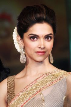 Deepika Padukone full on indian look Saree Hairstyles, Indian Bridal Hairstyles, Bride Hairstyles, Bollywood Hairstyles, Hairdos, Deepika Padukone Saree, Deepika Padukone Hairstyles, Indian Celebrities, Bollywood Celebrities