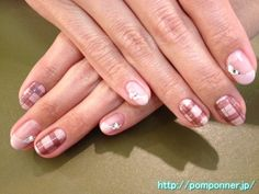 Checkered nail in one color paint and diagonally French    斜めフレンチと一色塗りにチェック模様のネイル