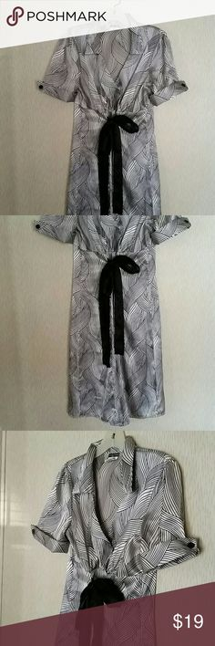 Maurices dress with bow size 11 Maurices peasant style dress with bow design. Short sleeves, v-neck, satin-like material. Excellent condition, no flaws! Maurices Dresses