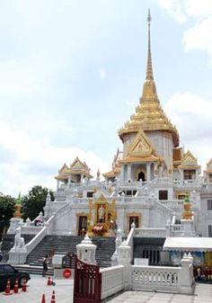 Wat Traimit temple Bangkok