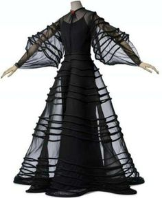 Madeleine Vionnet, master in manipulating fabric |
