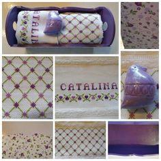 Budinera con decoupage y dos toallas bordadas en punto cruz, suvenir para bebes