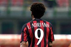 Luiz Adriano Kirim Peringatan Untuk Juventus