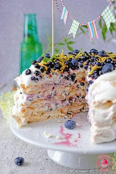 Meringue cake with cream and wild blueberries - torcik bezowy z jagodami