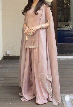Pakistani Party Wear Dresses, Asian Bridal Dresses, Simple Pakistani Dresses, Pakistani Fashion Casual, Designer Party Wear Dresses, Indian Fashion Dresses, Pakistani Dress Design, Indian Designer Outfits, Pakistani Outfits