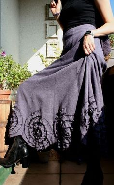TWEED SKIRT WITH ROSETTES IN GREY WITH LAVENDER the last available skirt