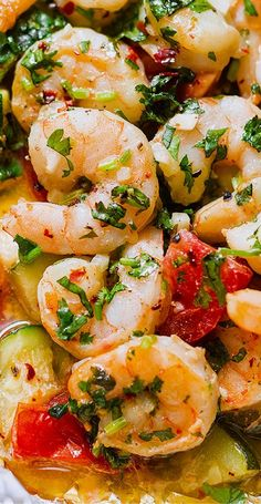 Shrimp Foil Packets with Lemon Garlic Herb Sauce — Lemon Garlic Herb Shrimp in Foil Packets — Want to try something new? Enjoy the hearty flavors of a nourishing dinner with this easy and healthy recipe. Oven Recipes, Grilling Recipes, Fish Recipes, Seafood Recipes, Cooking Recipes, Healthy Recipes, Vegetarian Cooking, Easy Cooking, Meat Recipes