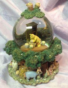Winnie the Pooh Globe Musical Friends Snow Glitter Globe - Winnie The Pooh Tune
