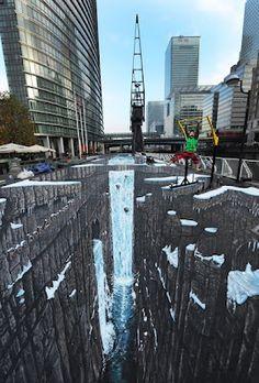 0edef7dedd947 Com apenas 37 anos Joe Hill pintou no centro financeiro de Londres a maior  obra de