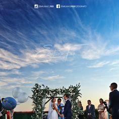 """""""O amor é a asa veloz que Deus deu à alma para que ela voe até o céu."""" Michelangelo❤️😍  .  .  .  .  .  .  #emilianofeo #photographer #weddinginspiration #emilianofeofotografia #universodasnoivas #weddingday #weddingdress #felicidadeaosnoivos #vestidodenoiva #makeup #dreamwedding #casamentos #uniao #madrinhasnoivas #ensaiofotografico #fotolinda #fotojornalismodecasamento"""