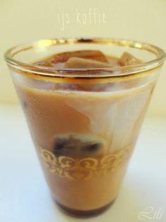 ijskoffie met koffie-ijsblokjes