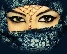 Khimar Hijab Pins, Exotic Beauties, Niqab, World Cultures, Amazing Photography, Beauty Women, Arabic Beauty, Halloween Face Makeup, Head Coverings