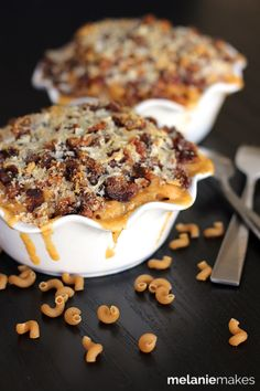 Bacon Crusted Beer Mac and Cheese | Melanie Makes-- Because everyone deserves all three of these together in a bowl.