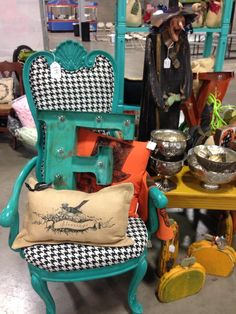 JUNK HIPPY OKC OKLAHOMA VINTAGE REPURPOSED PAINTED FURNITURE SALVAGE BURLAP  PILLOW HOUNDSTOOTH