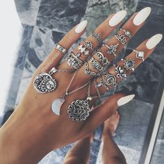 Looks lovely but not very practical. Nail Jewelry, Cute Jewelry, Jewelry Rings, Silver Jewelry, Jewelry Accessories, Jewellery, Cute Rings, Pretty Rings, Nail Ring