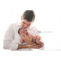 Bom diaaa!  Rafinha e papai! @jonathanaraujo #babyboy #inlove #ensaio #newborn #purewhite #naturallight #recife #gestanterecife #newbornrecife #fineartphotography #fineart #portaretrato #portrait #portraitphotography #happiness #recemnascido #newarrival #rn #paidemenino
