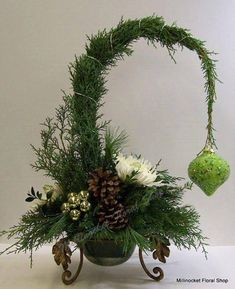Fantastic Christmas decorations 20 ideas from natural materials :] nettetipps.d Fantastic Christmas decorations 20 ideas from natural materials nettetipps.de The post Fantastic Christmas Decoration 20 Christmas Flower Arrangements, Christmas Flowers, Christmas Centerpieces, Xmas Decorations, Floral Arrangements, Christmas Wreaths, Christmas Ornaments, Christmas Tablescapes, Grinch Christmas