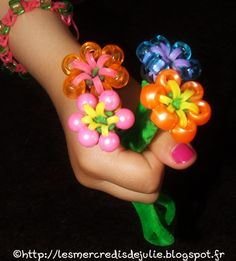 [Bracelets Elastiques] Bouquet de fleurs pour la fête des Mamans : http://lesmercredisdejulie.blogspot.fr/2014/05/bracelets-elastiques-bouquet-de-fleurs.html