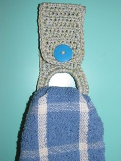 crochet towel holder free patterns | So stinking simple. But doesn't it look ten times better?? I think so!