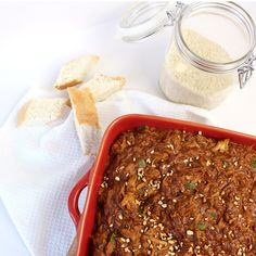 pindakip uit de slowcooker Crock Pot Slow Cooker, Slow Cooker Recipes, Crockpot Recipes, Crock Pots, Multicooker, Indonesian Food, Meatloaf, Chili, Foodies