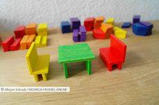 Spielgaben - Möbel mit dem Legespiel geometrische Formen - Spielgabe 7 Froebel