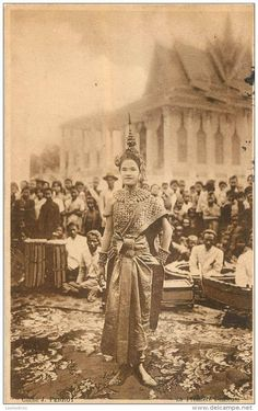 cambodia Cambodian People, Cambodian Art, Old Pictures, Old Photos, Vintage Photos, Thailand History, Traditional Thai Clothing, Thai Art, Royal Ballet
