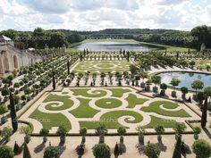 depositphotos_4314158-Decorative-gardens-at-Versailles-in-France.jpg (1024×768)
