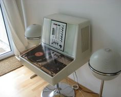 Groovy hi-fi for a Space Age bachelor pad. Might not be the latest tech, but looks damn cool!
