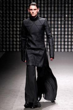 Visions of the Future // Gareth Pugh Fall 2011 Ready-to-Wear Fashion Show