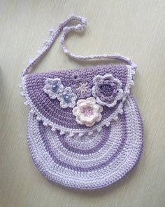 "13 To se mi líbí, 2 komentářů – Handmade by Jewels (@handmadebyjewels) na Instagramu: ""My first crocheted bag  I LOVE the colors!!!  the patten was taken from Vendula Maderska…"""