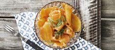 """Porkkala on PS. Olen vegaani -Youtube-kanavalta somehitiksi noussut porkkanasta valmistettava vegaaninen """"kylmäsavulohi"""". Alkuperäinen resepti löytyy Olives for dinner -blogista. Noin 0,30€/annos. Vegan Christmas, Christmas Cooking, What You Eat, Spanakopita, Food Festival, Vegetarian Recipes, Curry, Food And Drink, Veggies"""