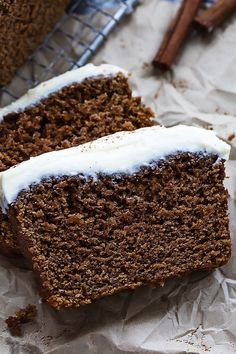 Ultra moist, perfectly spiced holiday gingerbread loaf with rich cream cheese frosting! Soooo I've been . Köstliche Desserts, Holiday Baking, Christmas Desserts, Delicious Desserts, Holiday Bread, Fall Baking, Christmas Goodies, Christmas Treats, Gingerbread Loaf Recipe