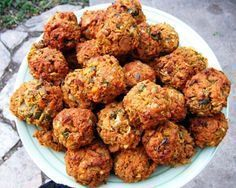 Five Delicious Vegetarian Meatball Recipes (Baking Eggplant Meatballs) Veggie Recipes, Vegetarian Recipes, Dinner Recipes, Healthy Recipes, Kosher Recipes, Cooking Recipes, Vegetarian Meatballs, Meatball Recipes, Food And Drink
