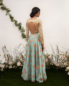 45 Unique Blouse Back Designs Spotted on Real Brides Pakistani Bridal Wear, Pakistani Dresses, Indian Dresses, Indian Outfits, Indian Clothes, Choli Back Design, Choli Designs, Fashion Models, Celebrity Fashion Outfits