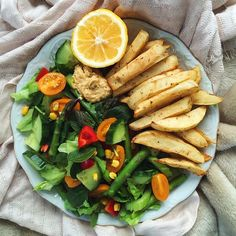 baked fries with hummus and salad 🌿🌿 Clean Recipes, Veggie Recipes, Lunch Recipes, Vegetarian Recipes, Healthy Recipes, Healthy Foods To Eat, Healthy Cooking, Healthy Eating, Health Foods
