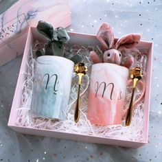 lot Custom name Anniversary Birthday couple gifts ceramic Mug cup Wedding proposal Bride Groom best man Bridesmaid gift-in Party Favors from Home &. Diy Gift Box, Diy Gifts, Wedding Cups, Wedding Gifts, Ideias Diy, Gift Hampers, Mom Birthday Gift, 25th Birthday, Groomsman Gifts