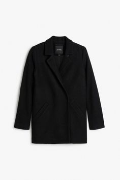 A chic felted wool-poly jacket with notched lapels that can close with a single button when the wind kicks up. Fastens with four cloth covered snaps on the interior. Slanted welt pockets are sewn closed with a few stitches. colour: black magic In a size small the chest width is 99,5 cm and the length is 59 cm. The model is 175 cm and is wearing a size small.