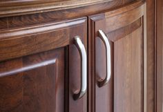 Sonoma cabinet pulls from Jeffrey Alexander by Hardware Resources. (4128PC shown in use)