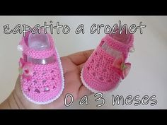Diy Crafts - One of the most cute thing that we can make with our hobby crochet is baby sandals, because they are very lovely and we are doing them wi Crochet Baby Sandals, Booties Crochet, Crochet Shoes, Crochet Slippers, Crochet Bebe, Baby Girl Crochet, Crochet Baby Clothes, Crochet For Kids, Crochet Diy