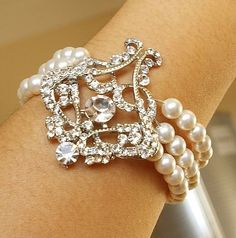 Linda pulseira para uma noiva ou para usar como convite de casamento das suas madrinhas...