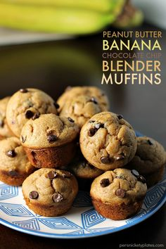 Peanut Butter Banana Chocolate Chip Blender Muffins - a simple, flourless muffin might right in the blender! | Persnickety Plates AD