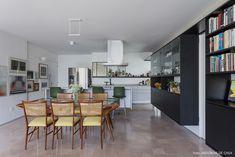 Olhar de arquiteto | Capítulo 1 | Histórias de Casa | Histórias de Casa House Tours, 1, Table, Furniture, Home Decor, Old Apartments, Dinner Room, Decorating Ideas, Environment