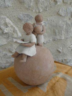 boule terre , deux enfants Chantal Delaunois