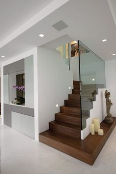 Shyam House Renovation: Case in stile di Architecture & Interiors, Moderno Home Stairs Design, Home Room Design, Home Interior Design, Interior Architecture, Stair Design, Stairs Architecture, Condo Design, Interior Garden, Modern Architecture House