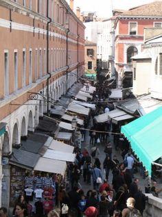Venecia - Mercado de Rialto junto al Gran Canal | Viajar a Italia