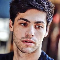 A brand new picture of Matthew Daddario (via @stewartshining)  #Shadowhunters He's so pretty